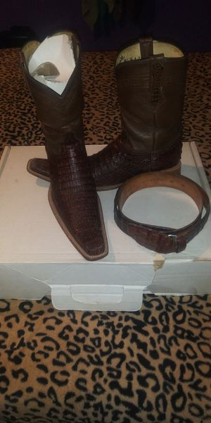 Botas y cinto for Sale in Dallas, TX