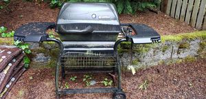 Functioning BBQ grill for Sale in Bellevue, WA