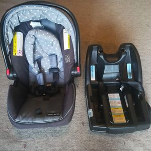 Graco Infant Car Seat With Base for Sale in Sammamish, WA