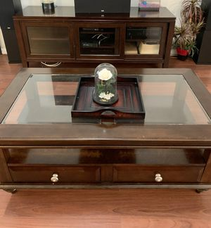 Entertainment center and coffee table for Sale in Tampa, FL