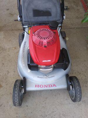 Honda self propelled lawn mower for Sale in Riverside, CA