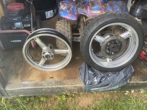 Suzuki motorcycle Rams and Back tire for Sale in Waco, GA