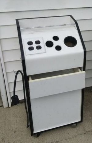 🔥 Beauty Salon Barber Rolling Station with Electrical outlets 🔥 for Sale in Chicago, IL