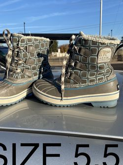 snow boots #5.5 In Great Condition for Sale in Glendale,  AZ