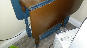 Kitchen drop leaf sides wood table for Sale in Carmichael, CA