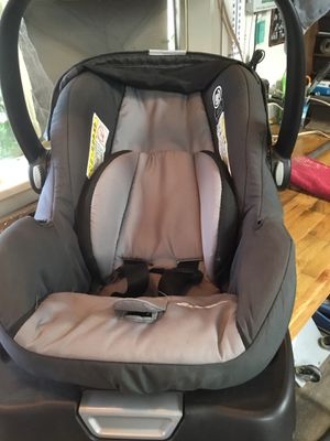 Infant car seat for Sale in Fresno, CA