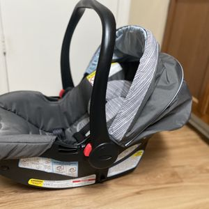 Graco SNUGRIDE 30 LX Infant Car Seat With Base for Sale in Tampa, FL