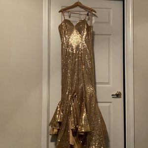 Women's gown/prom dress Size:S/M Gold sparkly for Sale in Alpharetta, GA
