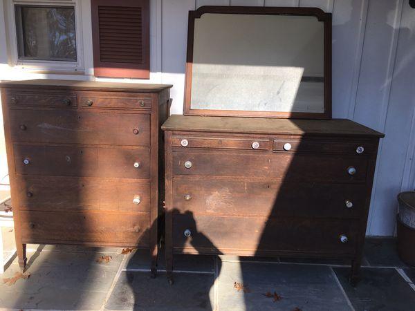 Vintage dressers and mirror set