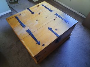 Coffee table chest - $30 for Sale in Long Beach, CA
