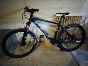 Giant 2 27.5in mountain bike for Sale in Traverse City, MI