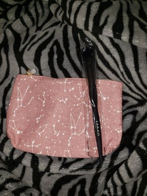 F.A.R.A.H CONTOUR 218M BRUSH AND MAKEUP BAG❗❗ for Sale in Garland, TX