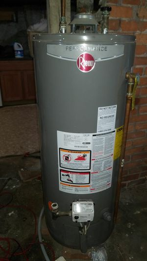 Water Heater 40 Gallons Year 2014 for Sale in Brockton, MA