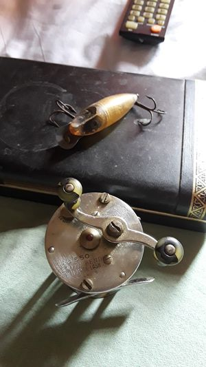 South Bend baitcaster and old vintage fishing lure for Sale in Bexley, OH