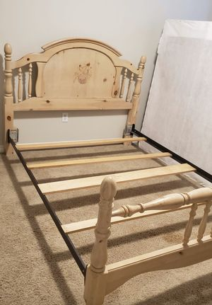 Queen frame, headboard, footboard and rails. for Sale in Bonney Lake, WA