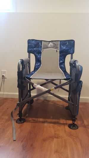 Ozark Trail Fishing Director's Chair with fishing rod holder for Sale in Bloomington, IL
