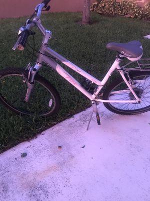 """Very Nice Trek 3700 Woman's 26"""" Bicycle 19.5"""" for Sale in FL, US"""