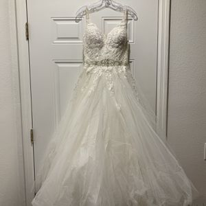 Beautiful Wedding Dress - CC's Boutique for Sale in Tampa, FL