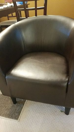 Brown leather chair very comfortable. for Sale in Odenton, MD
