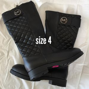 $23 Michael Kor boots black size 4y for Sale in El Monte, CA