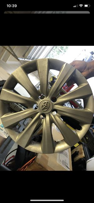 Toyota Camry and Toyota Corolla Set of 4 wheel cups for Sale in Covington, WA