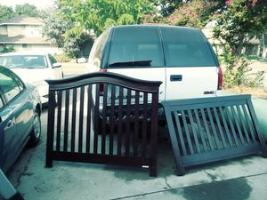 Full size head and footboard $25 for Sale in Fresno, CA