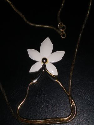 Flower necklace. for Sale in Turlock, CA
