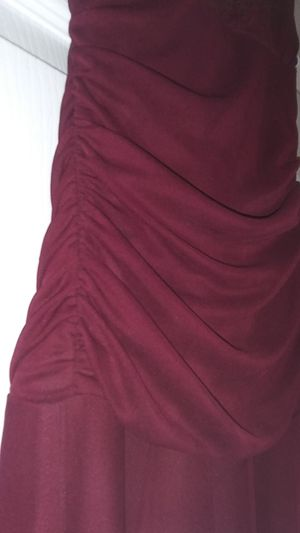 Maroon formal gown (M) for Sale in El Paso, TX