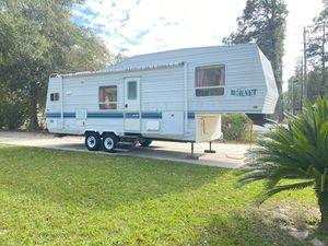 1999 hornet Fifth wheel travel trailer 32 foot large super slide sleeps6 for Sale in Houston, TX