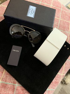 Prada Sunglasses for Sale in Worth, IL