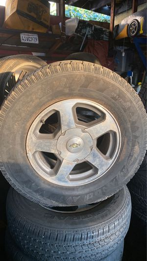 2002-2006 chevrolet tahoe OEM wheels and tires for Sale in Inglewood, CA