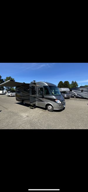 2013 Winnebago Itasca Reyo for Sale in Everett, WA