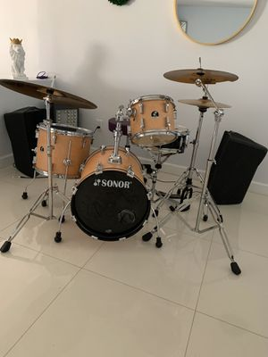 Drum set with 2 monitors for Sale in Miami, FL