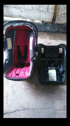 Car seat and base for Sale in Columbus, OH
