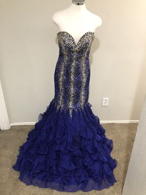 Cinderella Womans Mermaid Dress Size 8. Paid over $499 for it. Great Material for Sale in Fontana, CA