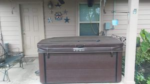 Hot Tub LESS THAN 1.YR OLD! for Sale in Oak Point, TX