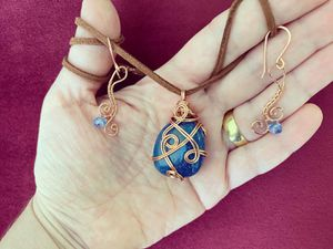 Handmade wire wrapped lapis lazuli pendant and glass beads earrings set, Lapis lazuli pendant and earrings set, unique pendant, unique for Sale in Houston, TX
