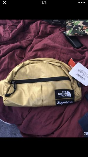 North face supreme fanny pack for Sale in Hazelwood, MO
