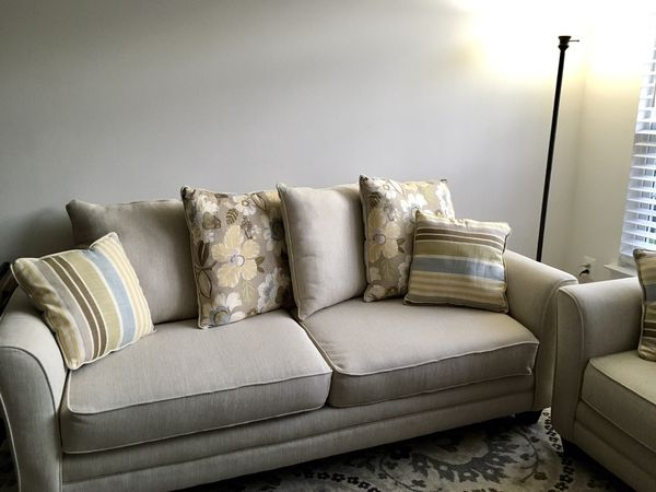 ❤️Clean and nearly perfect couch and loveseat for sale ❤️