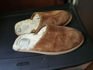 Ugg slippers (men's size10 for Sale in Galloway, OH