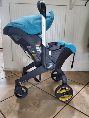 Doona infant car seat /Stroller with Base for Sale in Mesquite, TX