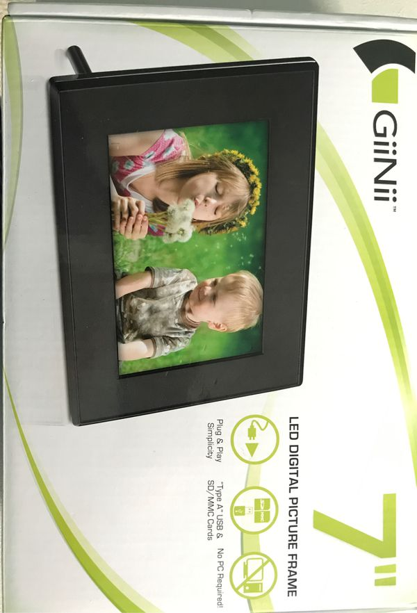 "GiiNii 7"" LED Digital Picture Frame"