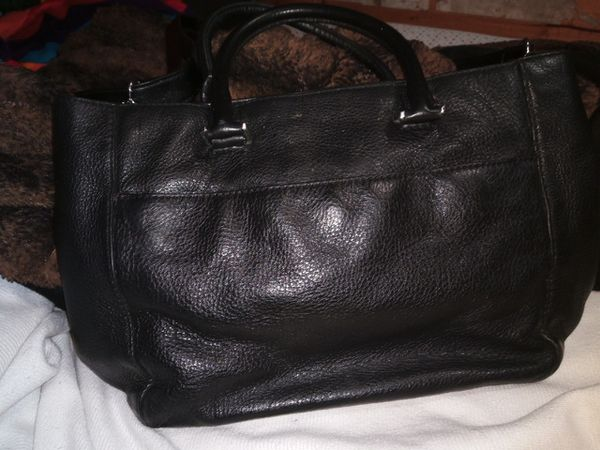 MICHAEL KORS crossbody handbag. Black leather