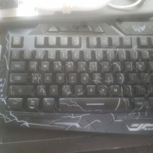 Wired Keyboard 100% for Sale in Las Vegas, NV