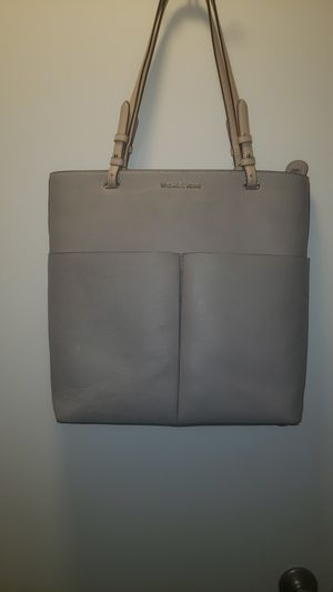 Michael Kors Large Gray purse for Sale in Seattle, WA