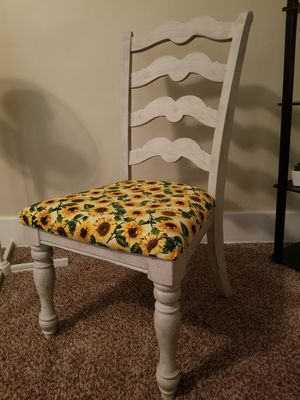 SUNFLOWER 🌻 FARMHOUSE/RUSTIC STYLE CHAIR for Sale in Holland, NY