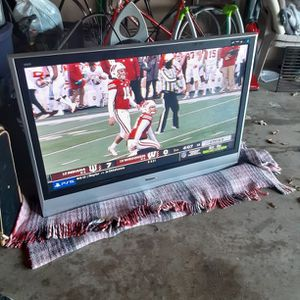 """TV PANASONIC VIERA 50"""" INCHES SIZE WHIT REMOTE CONTROL for Sale in Mansfield, TX"""