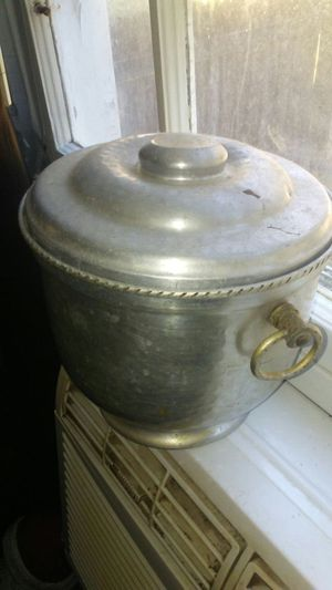 Old ice bucket beat aulm. for Sale in NC, US