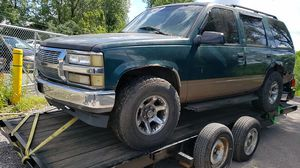 95 GMC Yukon parts bad differential for Sale in Chicago, IL