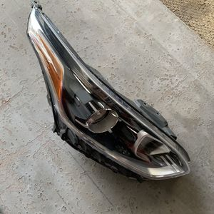 19-20 Kia Forte Right Side Headlight for Sale in Cheshire, CT